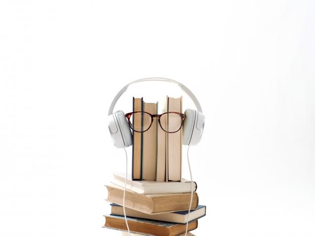 新しい本の形!AmazonAudibleの無料体験は1万円以上の本が無料ダウンロードできて超お得!
